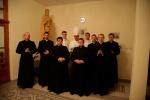 Spoločná fotografia s otcom biskupom a diakonmi